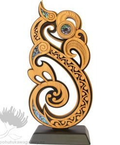 new zealand gift wood carving
