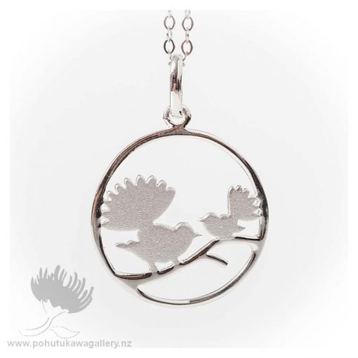 Pendant Two Fantails In Circle Mat With Chain